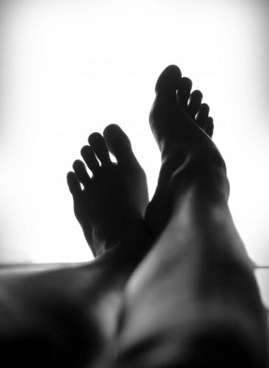 calm_close_up_feet_foot_leg_silhouette_relaxing_597701